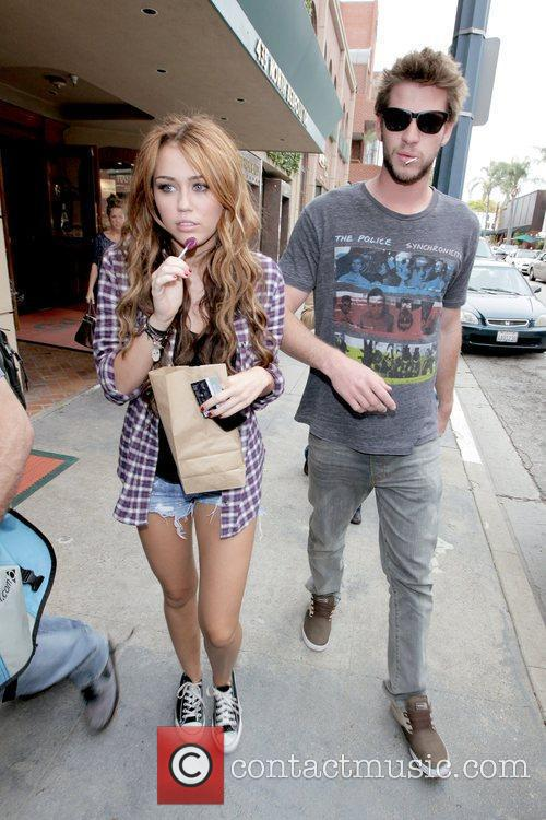 Miley Cyrus and Liam Hemsworth 13