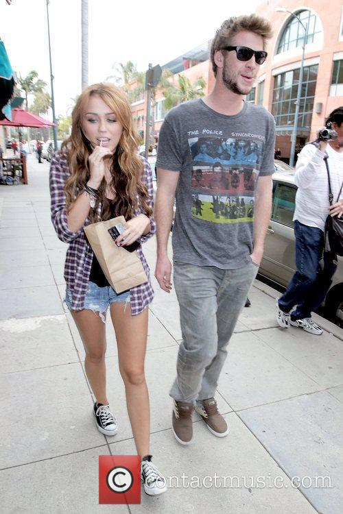 Miley Cyrus and Liam Hemsworth 6