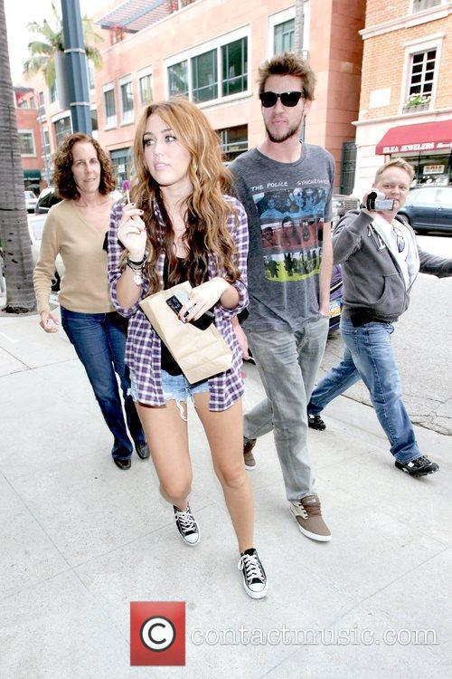 Miley Cyrus and Liam Hemsworth 12
