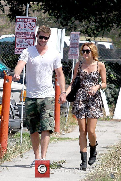 Liam Hemsworth and Miley Cyrus 4