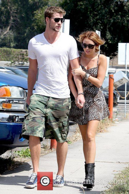 Liam Hemsworth and Miley Cyrus 7