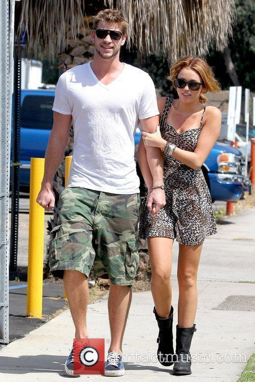 Liam Hemsworth and Miley Cyrus 10