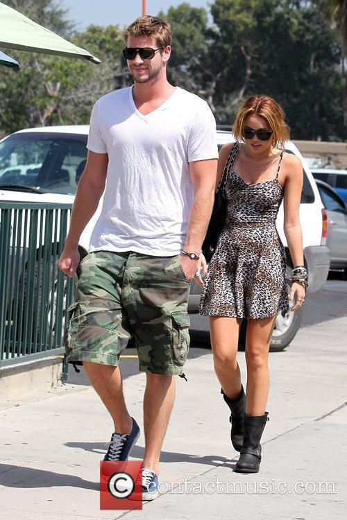 Liam Hemsworth and Miley Cyrus 15