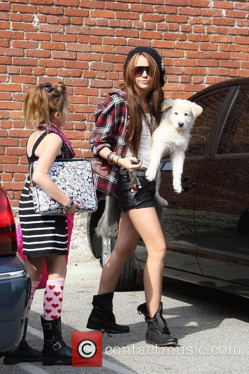 Miley Cyrus and Her Sister Noah Cyrus 8