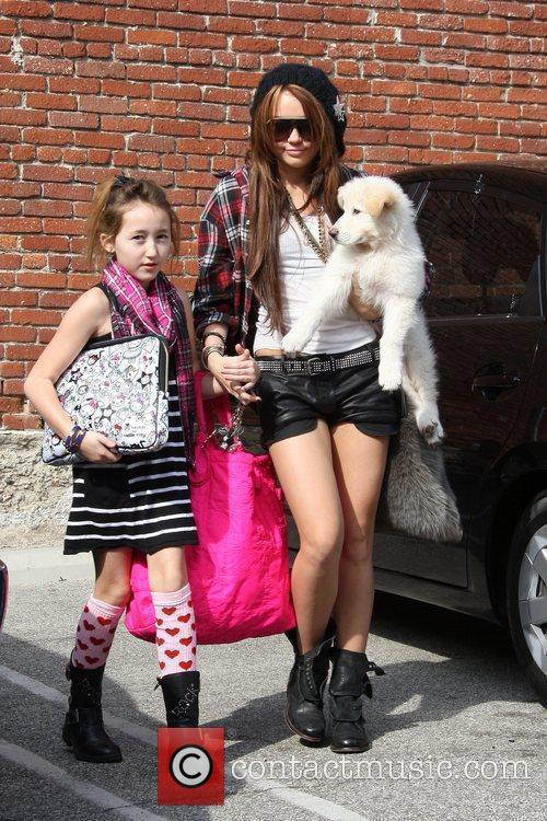 Miley Cyrus and Her Sister Noah Cyrus 5