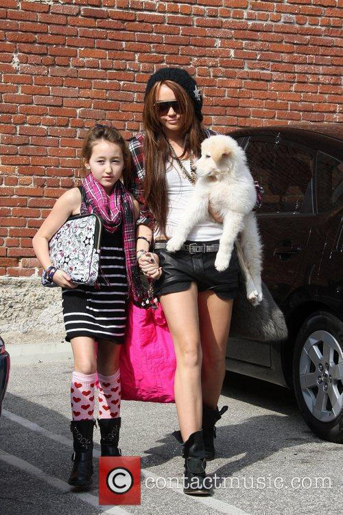 Miley Cyrus and Her Sister Noah Cyrus 4