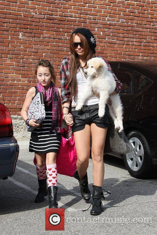 Miley Cyrus and Her Sister Noah Cyrus 3