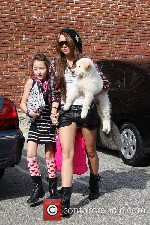 Miley Cyrus and Her Sister Noah Cyrus 7