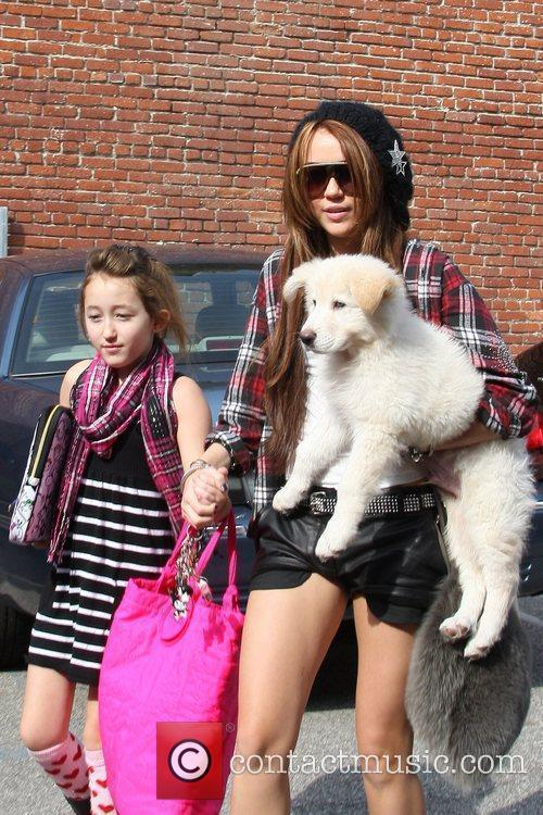 Miley Cyrus and Her Sister Noah Cyrus 9