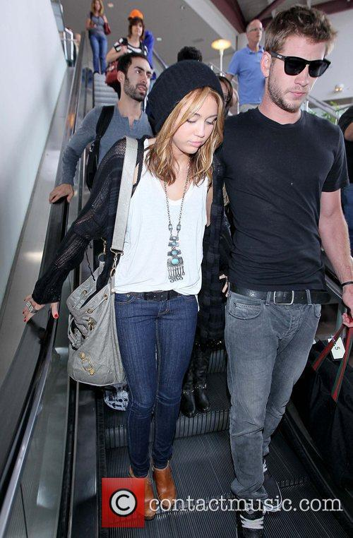 Miley Cyrus and Liam Hemsworth 5