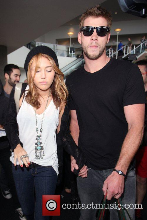 Miley Cyrus and Liam Hemsworth 33