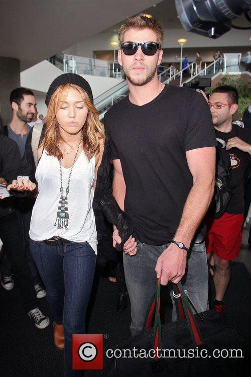 Miley Cyrus and Liam Hemsworth 32