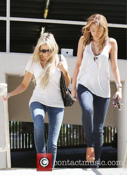 Miley Cyrus and Mother Tish Cyrus Walking En Route To A Medical Building In Hollywood 4