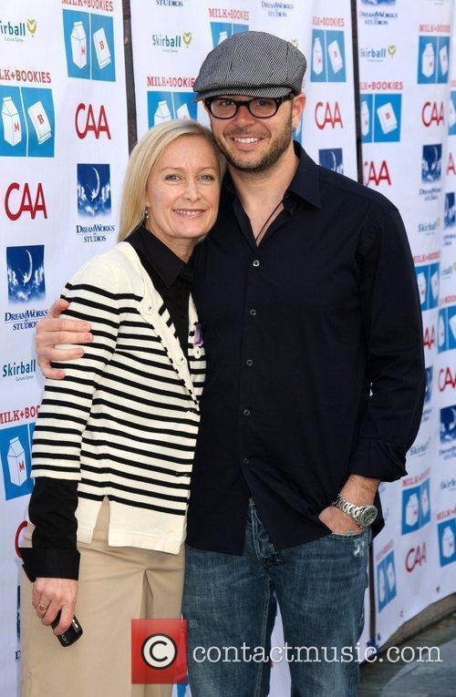 Damon Lindelof With His Wife 3