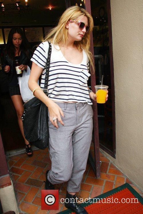 Mischa Barton leaves a medical building in Beverly...