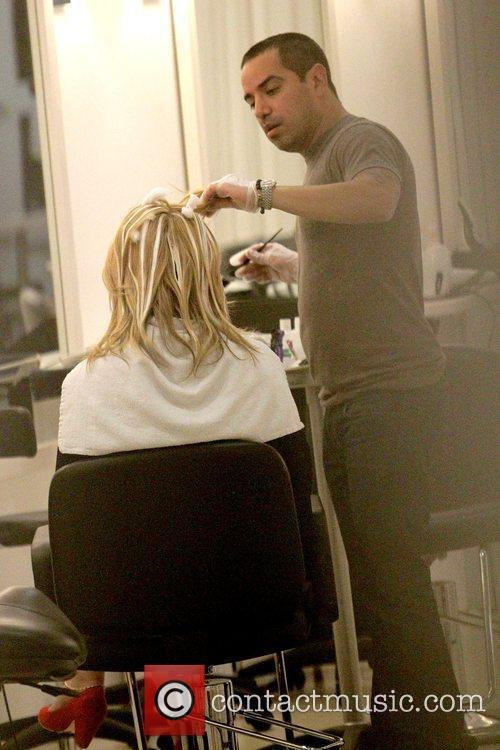Mischa Barton getting her hair dyed at Byron...