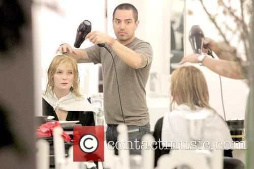Mischa Barton getting her hair styled at Byron...