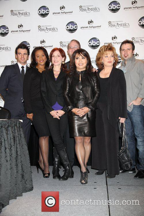 Marilu Henner, Joy Behar, Las Vegas, Marc Cherry and Mark Wills 8