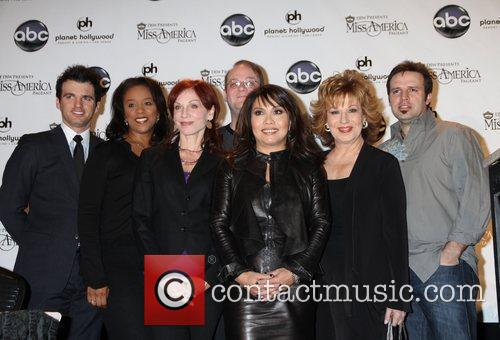 Marilu Henner, Joy Behar, Las Vegas, Marc Cherry and Mark Wills 10