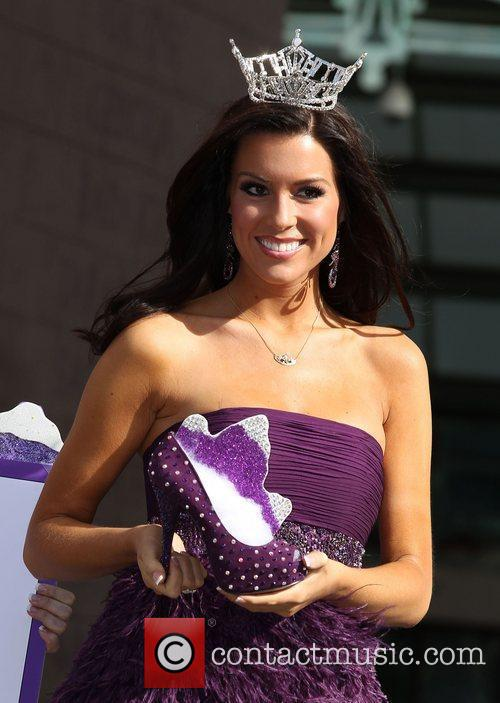 Miss Colorado Melaina Shipwash Miss America 2011 DSW...