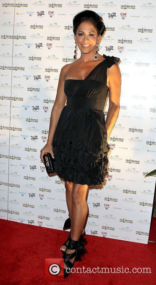 Shelia E arrives at the 2010 Miss Universe...