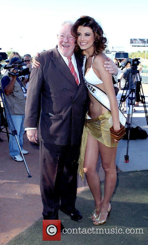 Mayor Oscar B. Goodman and Stefania Fernandez, Miss...