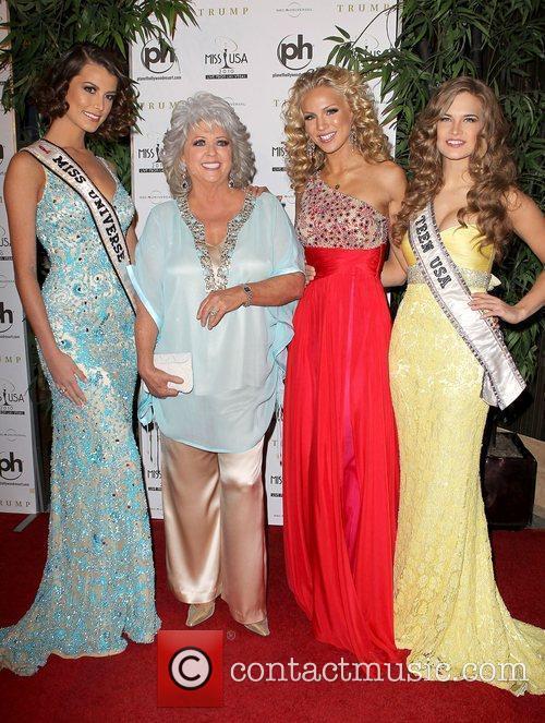 Stefania Fernandez and Paula Deen 1