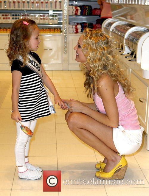 Reigning Miss USA 2009, Kristen Dalton and Brooklyn...