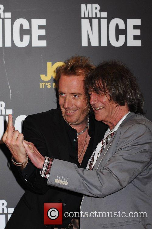 Rhys Ifans and Howard Marks 3