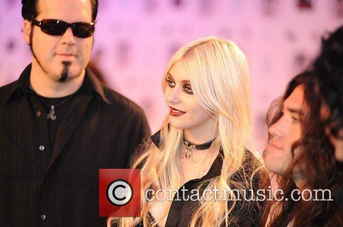 Taylor Momsen, Mtv and The Pretty Reckless 5