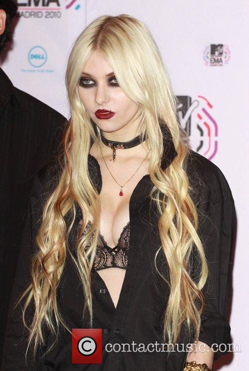 Taylor Momsen and Mtv 4