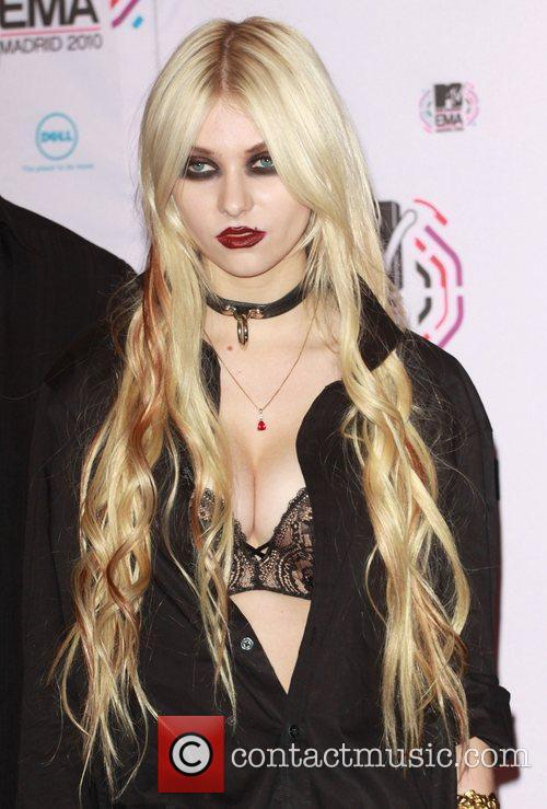 Taylor Momsen and Mtv 3