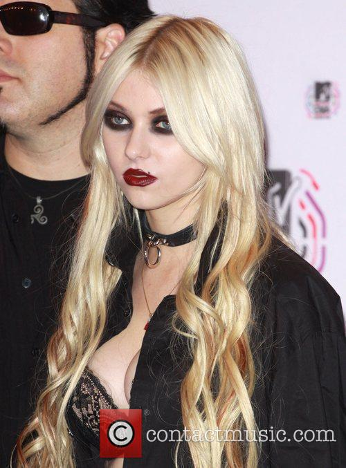 Taylor Momsen and Mtv 2