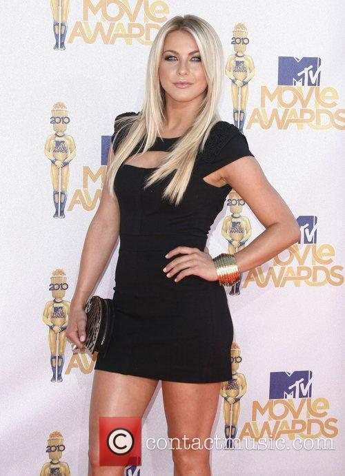 Julianne Hough and Mtv 6