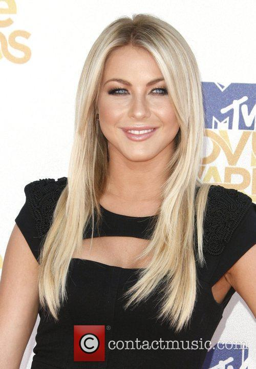 Julianne Hough and Mtv 8