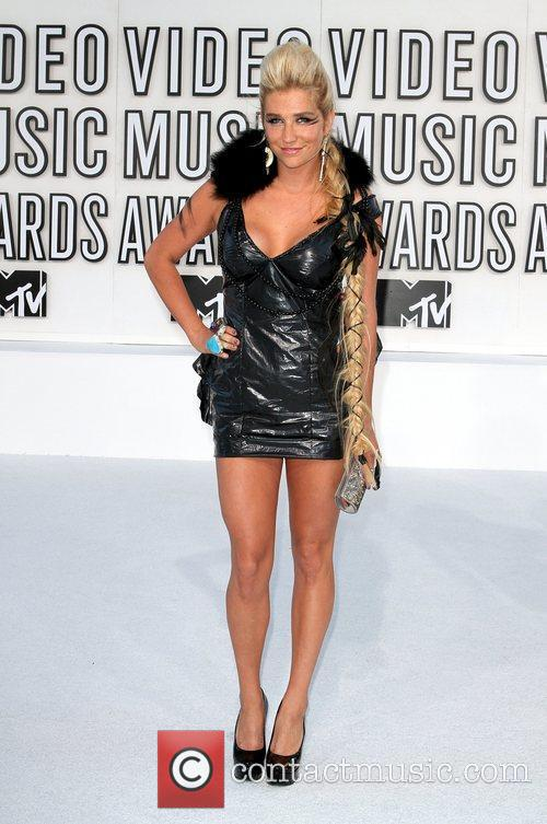 Ke$ha at the MTV VMA Awards 2010