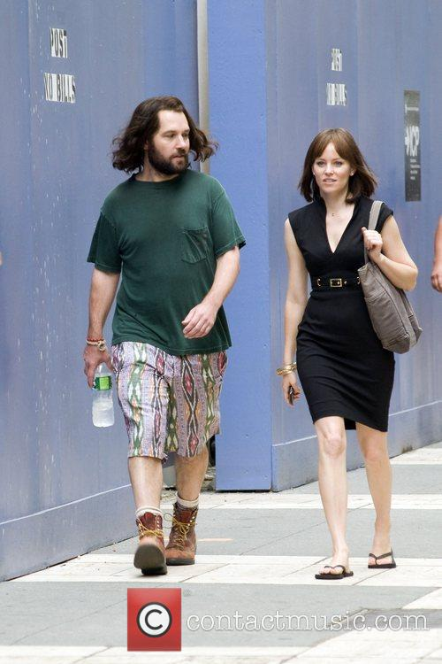On the set of 'My Idiot Brother'