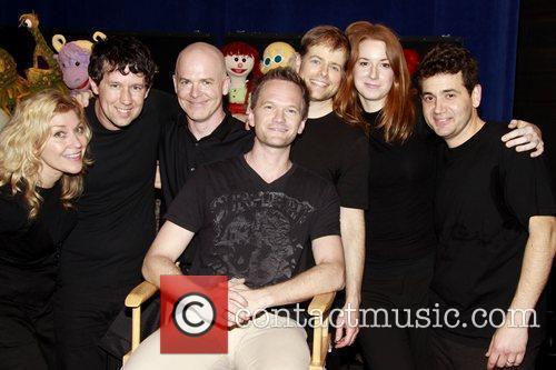 Neil Patrick Harris  visits the cast of...