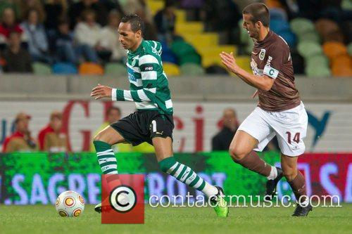 Liedson from Sporting vies the ball with Andre...