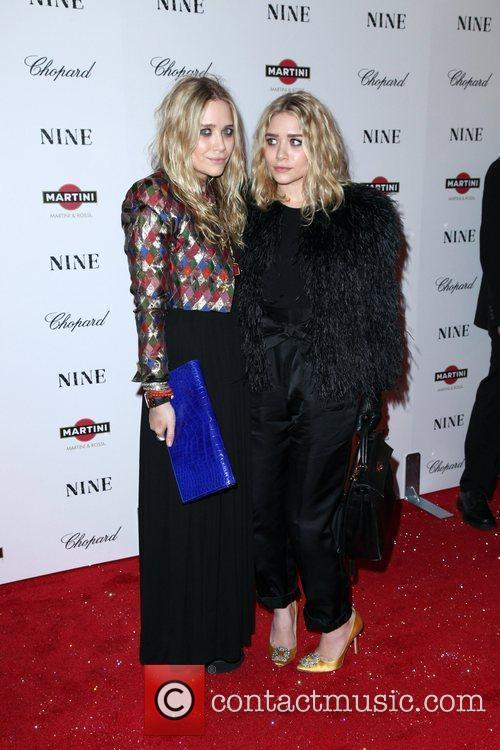 Mary Kate Olsen and Ashley Olsen 4