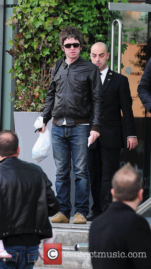 Noel Gallagher, Leaves and Russell Brand 11