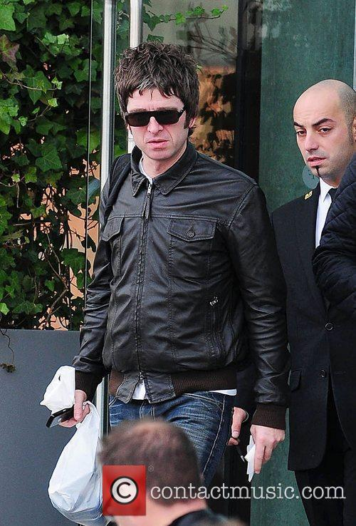 Noel Gallagher, Leaves and Russell Brand 8