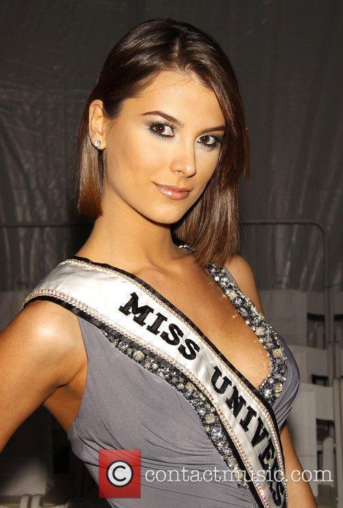 Miss Universe 2009 Stefania Fernandez Mercedes-Benz IMG New...