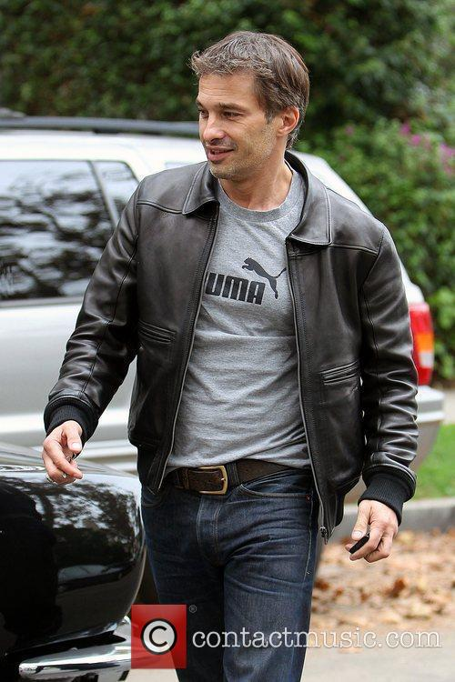 Olivier Martinez and Leaves 1