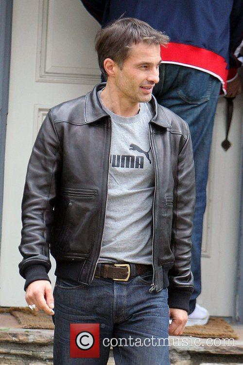 Olivier Martinez and Leaves 9