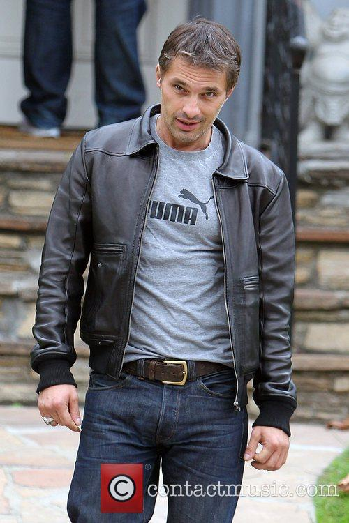 Olivier Martinez and Leaves 5
