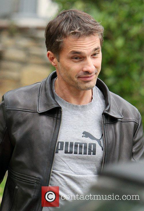 Olivier Martinez and Leaves 6