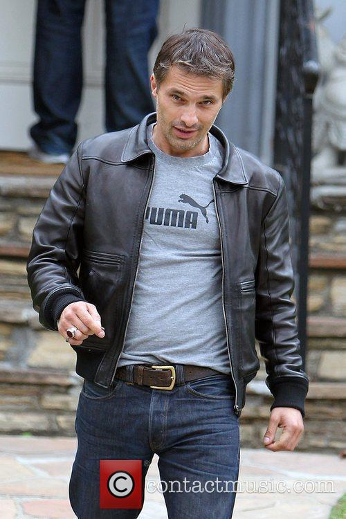 Olivier Martinez and Leaves 7
