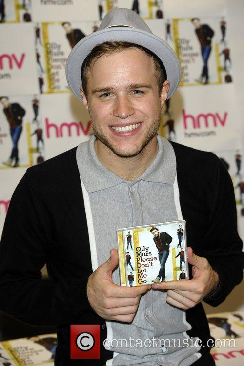 Olly Murs performs and signs his new single...