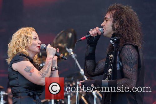 Anneke van Giersbergen and Moonspell of The Gathering...